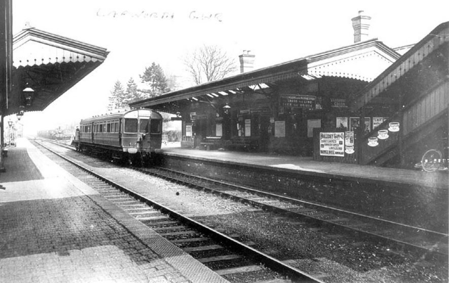 Passenger coaches standing at Lapworth station.  1920s