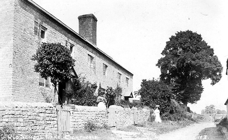 Cottages in Old School Lane, looking towards Lighthorne Heath, Lighthorne.  1900s |  IMAGE LOCATION: (Warwickshire County Record Office)