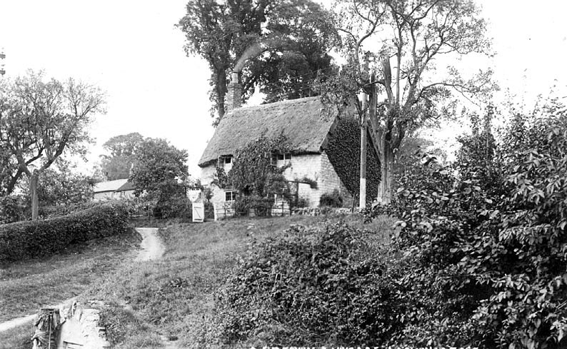 A thatched cottage known as Hill Cottage in Lighthorne. The pathway is known as Bakers Hill. 1920s |  IMAGE LOCATION: (Warwickshire County Record Office)