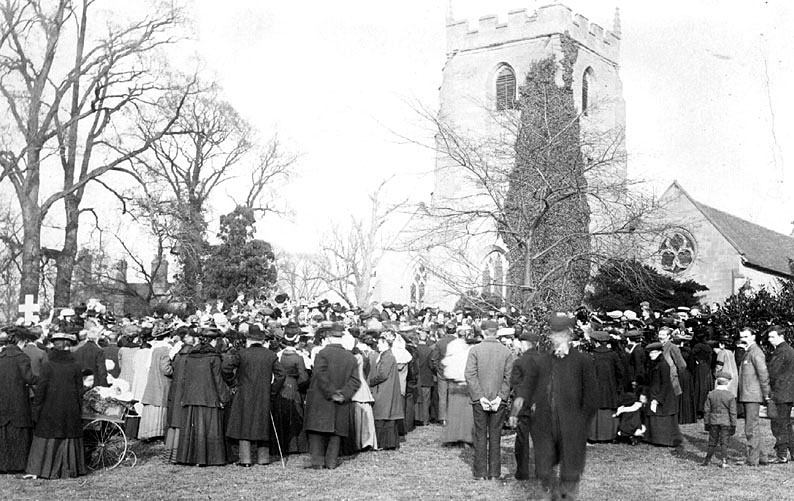 Large gathering of people outside St Mary's Church, Lillington for the funeral of Mr J.F. Rollason.  February 27th 1907 |  IMAGE LOCATION: (Warwickshire County Record Office)