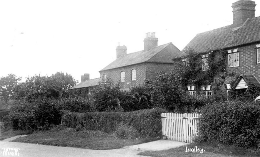 Cottages in Loxley.  1920s |  IMAGE LOCATION: (Warwickshire County Record Office)