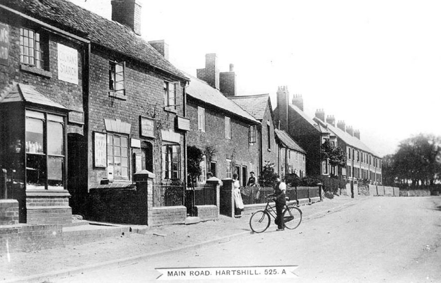 Main Road, Hartshill with Post Office and houses.  1910s |  IMAGE LOCATION: (Warwickshire County Record Office)