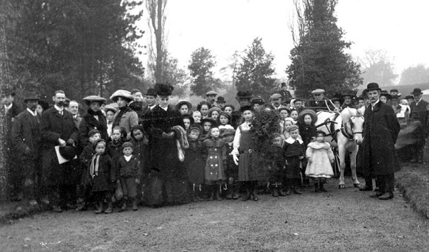 Large group of people probably in grounds of Hams Hall and probably on Empire Day 1908. |  IMAGE LOCATION: (Warwickshire County Record Office)