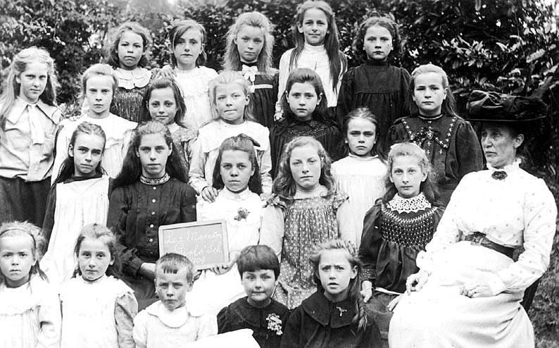 Lea Marston Girls' School group photograph.  1909 |  IMAGE LOCATION: (Warwickshire County Record Office)