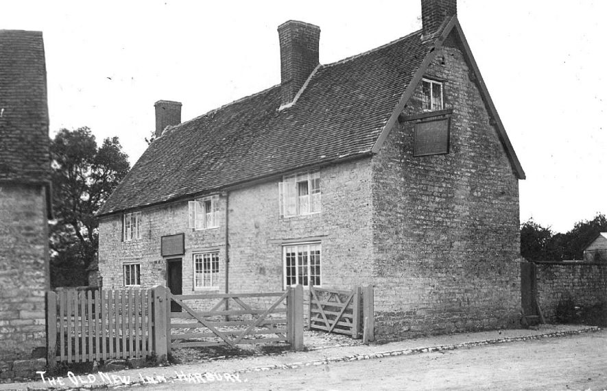 The Old New Inn, seen from Farm Street.  1900s |  IMAGE LOCATION: (Warwickshire County Record Office)