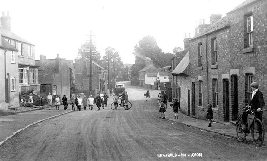 Main Street, Newbold on Avon.  1910s |  IMAGE LOCATION: (Warwickshire County Record Office)