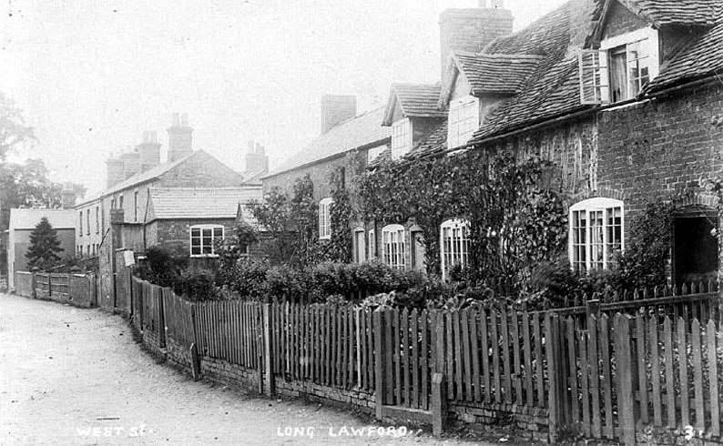 Row of cottages in West street, Long Lawford.  1900s |  IMAGE LOCATION: (Warwickshire County Record Office)