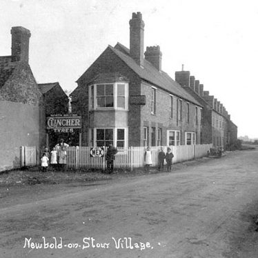 Newbold on Stour.  Village scene