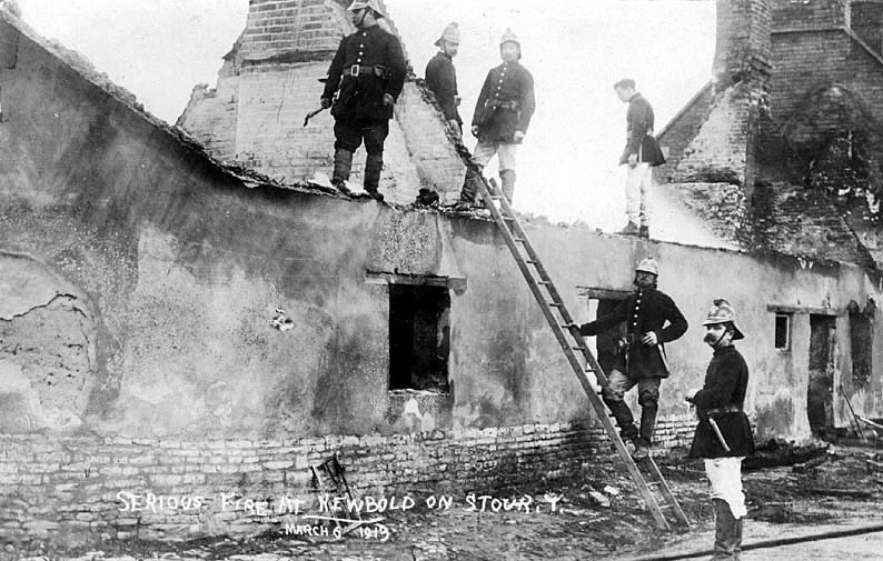 Picture taken after the fire which destroyed the thatched cottages in Newbold on Stour on the 6th March 1913. See picture no PH352/130/13 [01985] |  IMAGE LOCATION: (Warwickshire County Record Office)