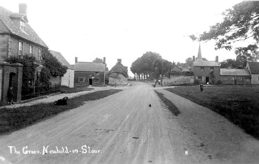 Cottages in The Green, Newbold on Stour.  1900s |  IMAGE LOCATION: (Warwickshire County Record Office)