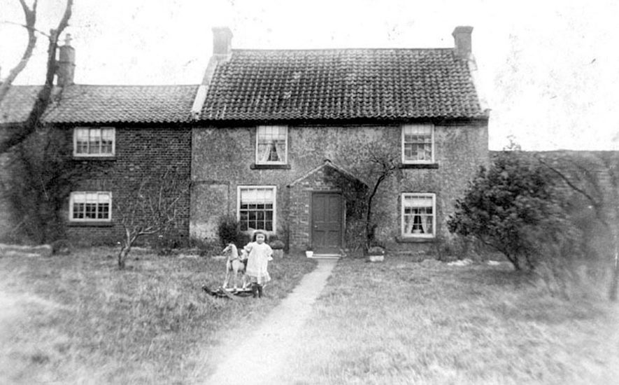A cottage in Oxhill.  1906 |  IMAGE LOCATION: (Warwickshire County Record Office)