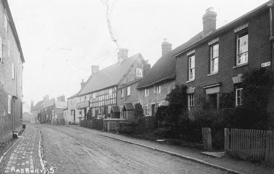 Mill Street, Harbury, showing The Shakespeare Inn and The Yews.  1900s |  IMAGE LOCATION: (Warwickshire County Record Office)