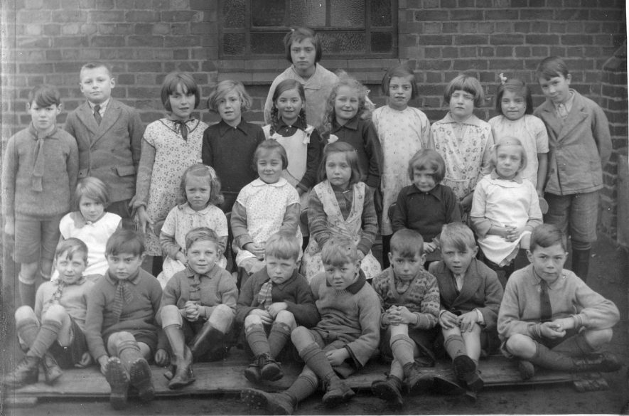 Burton Hastings School group photograph.  1920s |  IMAGE LOCATION: (Warwickshire County Record Office)