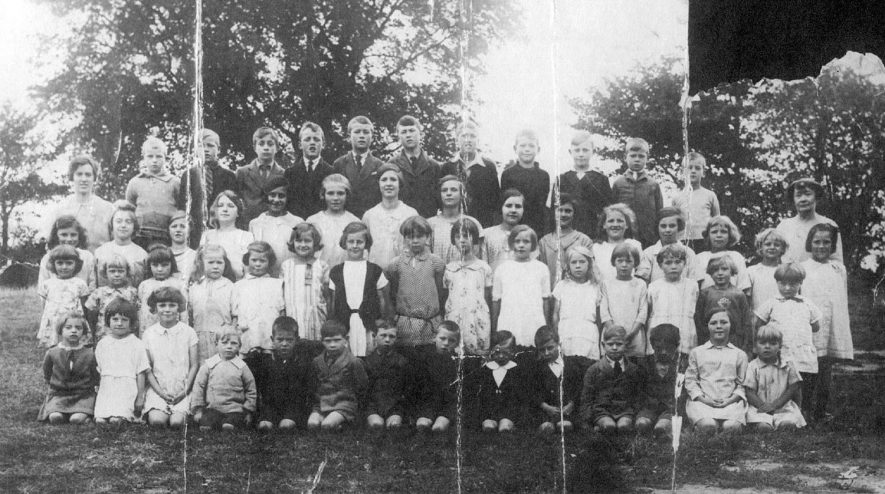 Burton Hastings C of E School group photograph.  1930s |  IMAGE LOCATION: (Warwickshire County Record Office)
