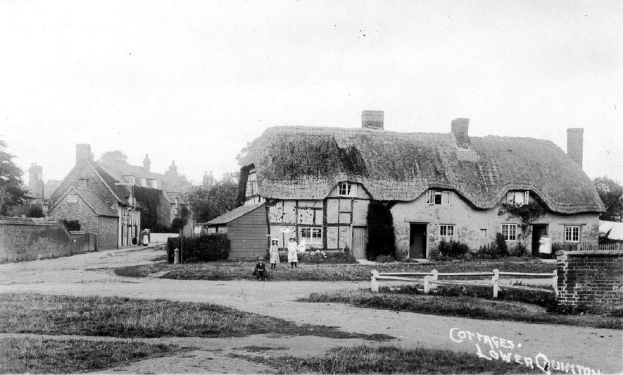 Old cottages in Lower Quinton.  1900s |  IMAGE LOCATION: (Warwickshire County Record Office)