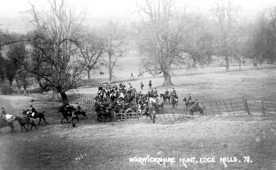 Warwickshire Hunt on the Edgehill, Radway.  1900s |  IMAGE LOCATION: (Warwickshire County Record Office)