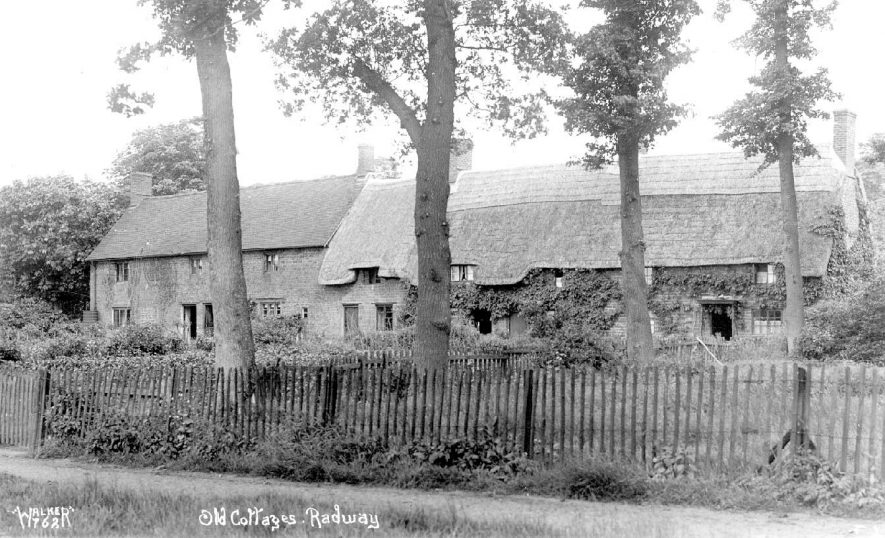 Old thatched cottages in Radway.  1930s |  IMAGE LOCATION: (Warwickshire County Record Office)