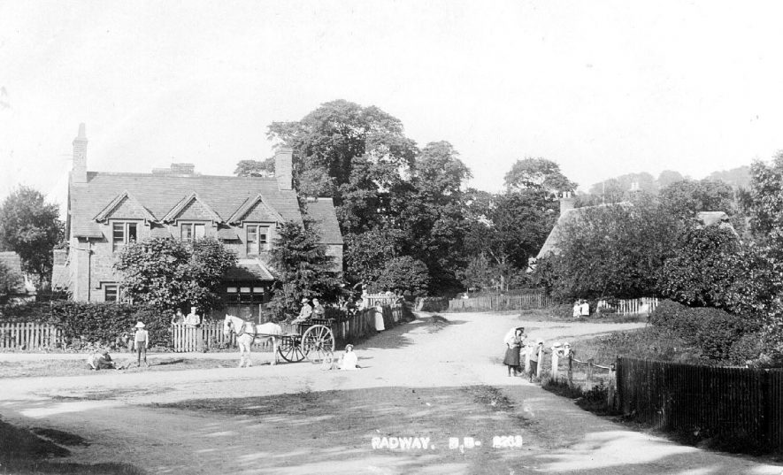 Pony and trap in front of cottage in Radway.  circa 1905 |  IMAGE LOCATION: (Warwickshire County Record Office) IMAGE DATE: (c.1905)