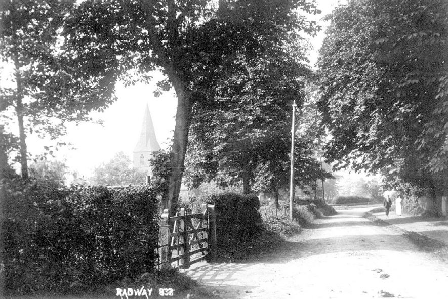 Lane in Radway with church in the background.  1910s    IMAGE LOCATION: (Warwickshire County Record Office)