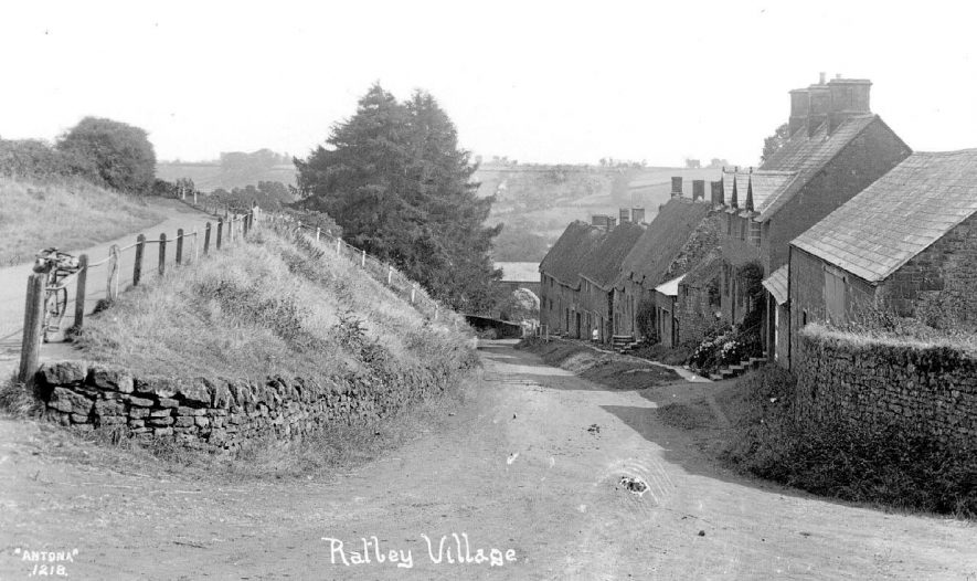 Stone built cottages in the village.  1900s |  IMAGE LOCATION: (Warwickshire County Record Office)