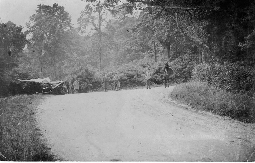 Accident at the bottom of Sunrising hill.  1900s |  IMAGE LOCATION: (Warwickshire County Record Office)