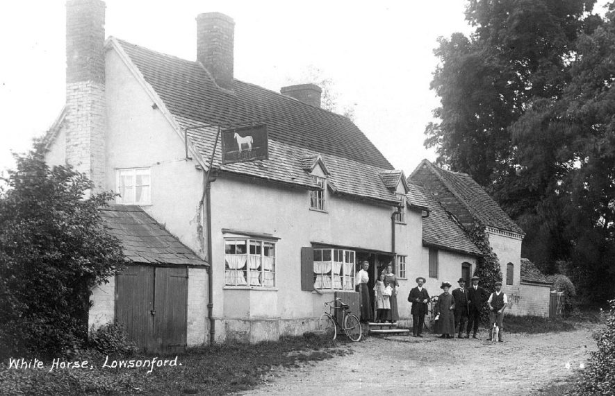 The White Horse Inn, Lowsonford.  1900s |  IMAGE LOCATION: (Warwickshire County Record Office)