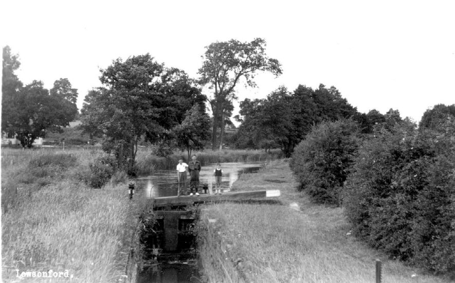 The Stratford on Avon Canal at Lowsonford.  1950s |  IMAGE LOCATION: (Warwickshire County Record Office)