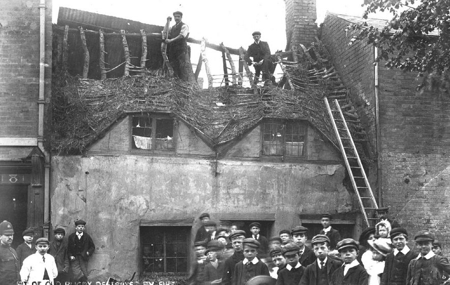An old cottage destroyed by fire in Russelheim Way [Warwick Street], Rugby.  1905    IMAGE LOCATION: (Warwickshire County Record Office)