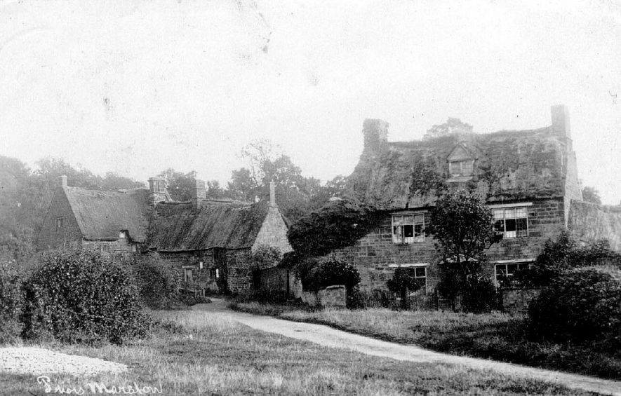 Old cottages in Priors Marston.  1900s |  IMAGE LOCATION: (Warwickshire County Record Office)