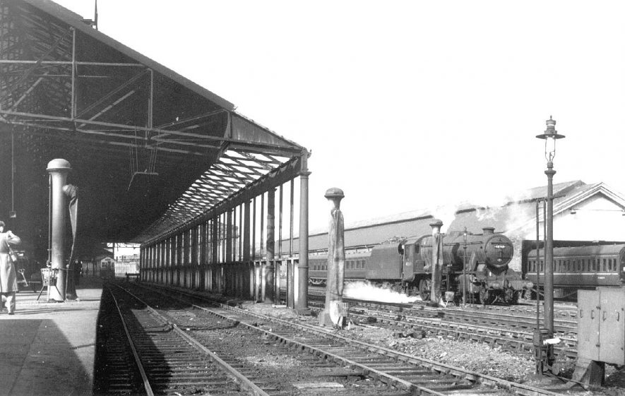 L.N.W.R. station at Rugby.  1961    IMAGE LOCATION: (Warwickshire County Record Office)