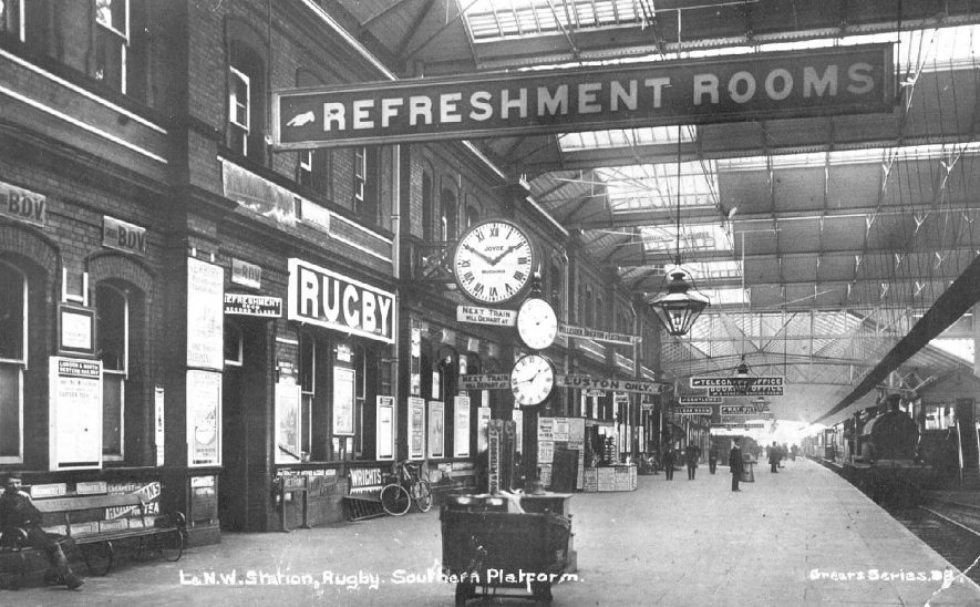 South platform at L.N.W.R. station,  Rugby.  1910s    IMAGE LOCATION: (Warwickshire County Record Office)