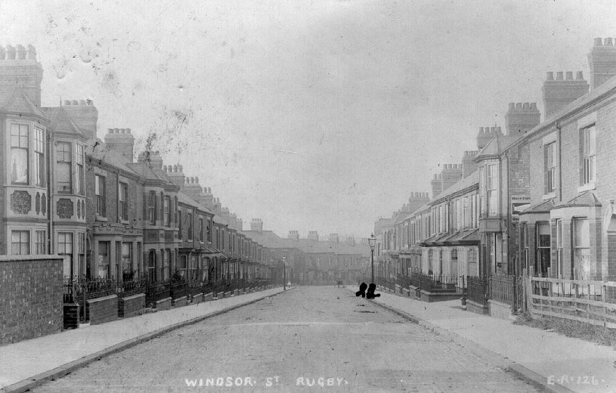 View of the houses lining Windsor St in Rugby.  1900s    IMAGE LOCATION: (Warwickshire County Record Office)