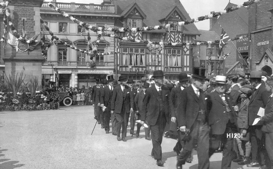 Procession, of local dignitaries entering Church Street on the occasion of the Royal Visit, Rugby.  1929 |  IMAGE LOCATION: (Warwickshire County Record Office)