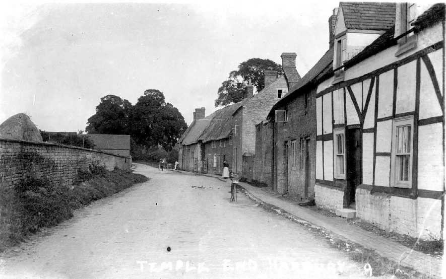 Temple End, looking east.  1910s |  IMAGE LOCATION: (Warwickshire County Record Office)