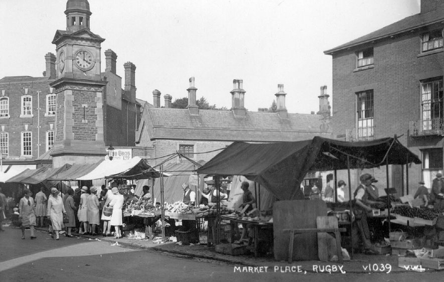 Market Day in Rugby.  1920s |  IMAGE LOCATION: (Warwickshire County Record Office)