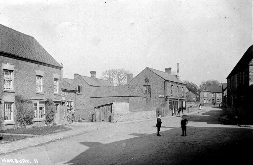 High Street, Harbury, looking east.  1900s |  IMAGE LOCATION: (Warwickshire County Record Office)