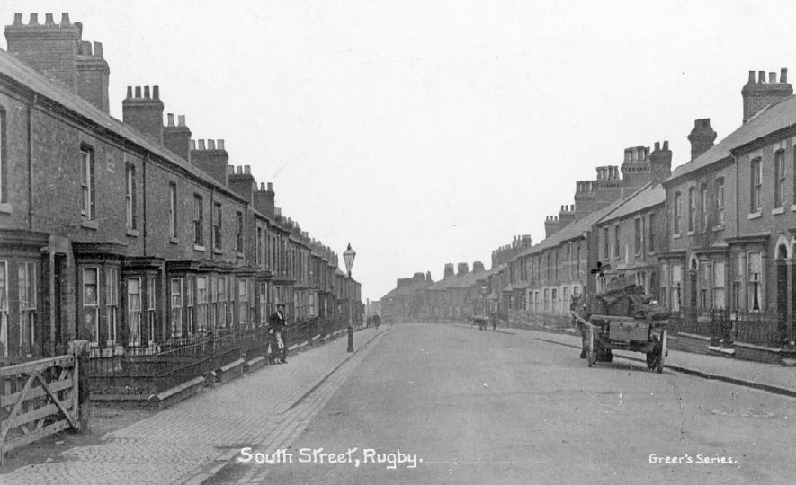 Terraced houses in South Street, Rugby.  1910s |  IMAGE LOCATION: (Warwickshire County Record Office)