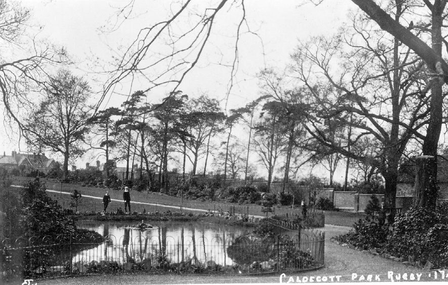 Caldecott Park, Rugby.  1910 |  IMAGE LOCATION: (Warwickshire County Record Office)