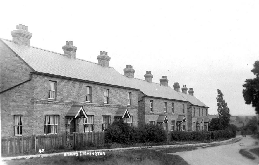 View of terraced housing.  1920s |  IMAGE LOCATION: (Warwickshire County Record Office)