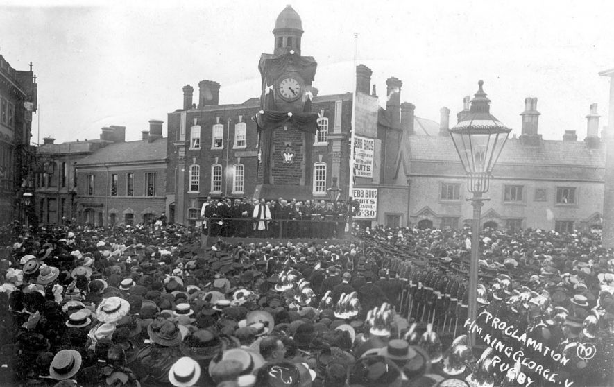 Crowd listening to the proclamation of H.M. King George V in Rugby.  1910 |  IMAGE LOCATION: (Warwickshire County Record Office)