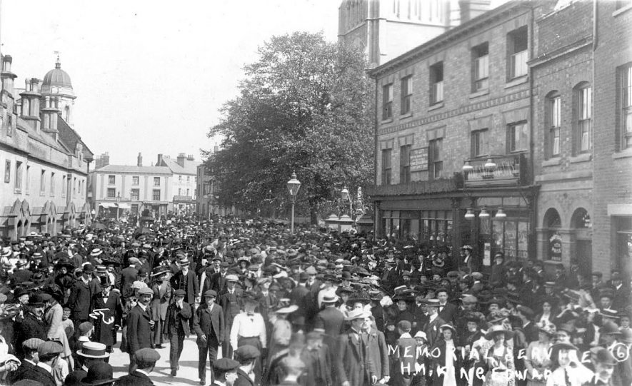 Memorial service for Edward VII showing crowds in street, Rugby.  1909 |  IMAGE LOCATION: (Warwickshire County Record Office)