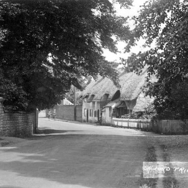 Salford Priors.  Thatched cottages