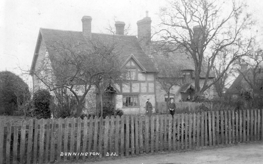 Group of cottages at Dunnington.  1900s |  IMAGE LOCATION: (Warwickshire County Record Office)