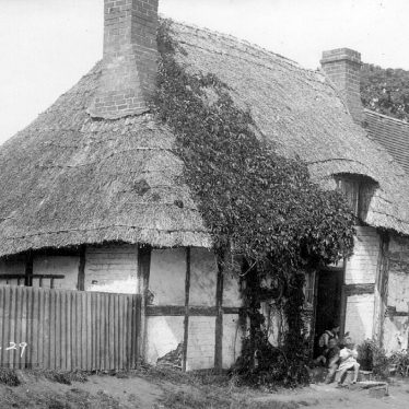 Salford Priors.  Thatched cottage