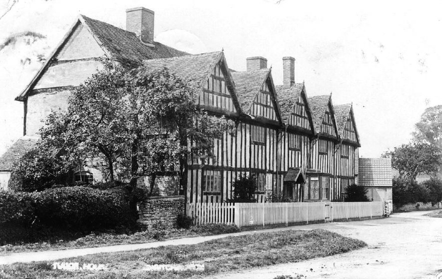 'Tudor House', Long Itchington.  1900s |  IMAGE LOCATION: (Warwickshire County Record Office)