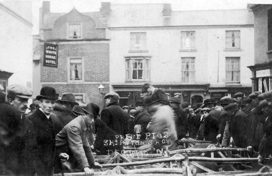Lower Market, Shipston on Stour.  Believed to be a pig sale.  1910 |  IMAGE LOCATION: (Warwickshire County Record Office)