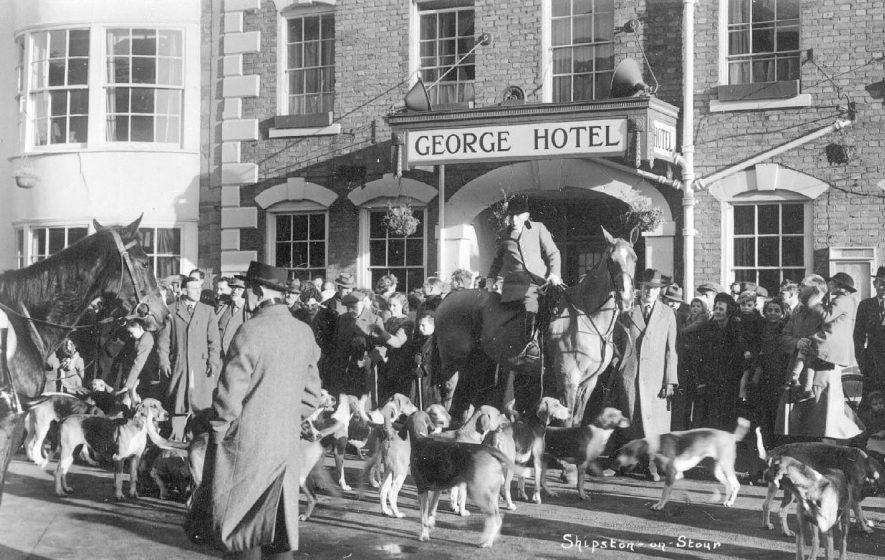 The hunt meet outside the George Hotel, Shipston on Stour.  1940s |  IMAGE LOCATION: (Warwickshire County Record Office)