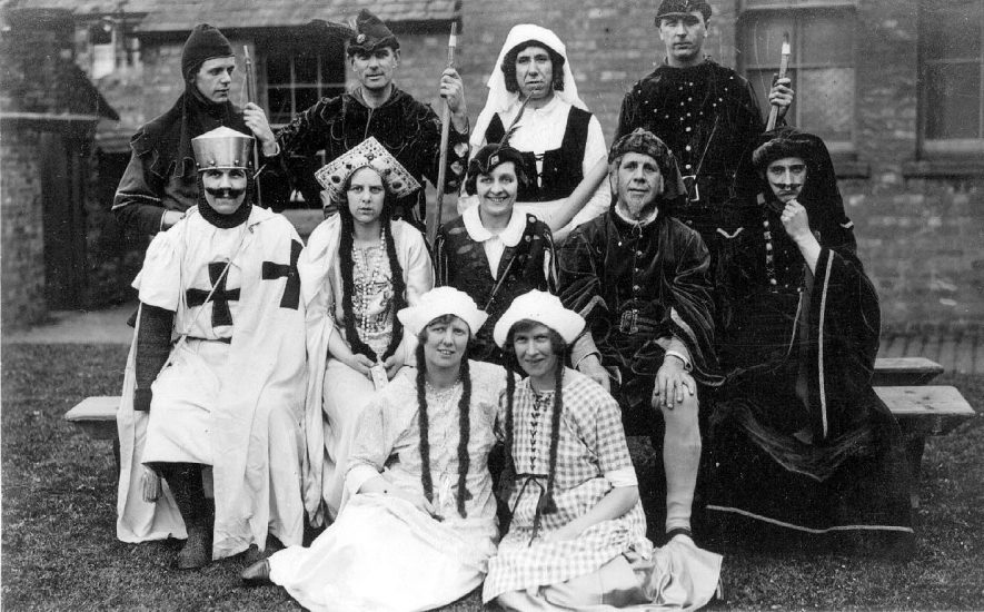 Shipston on Stour pageant.  Group of performers.  1928 |  IMAGE LOCATION: (Warwickshire County Record Office)