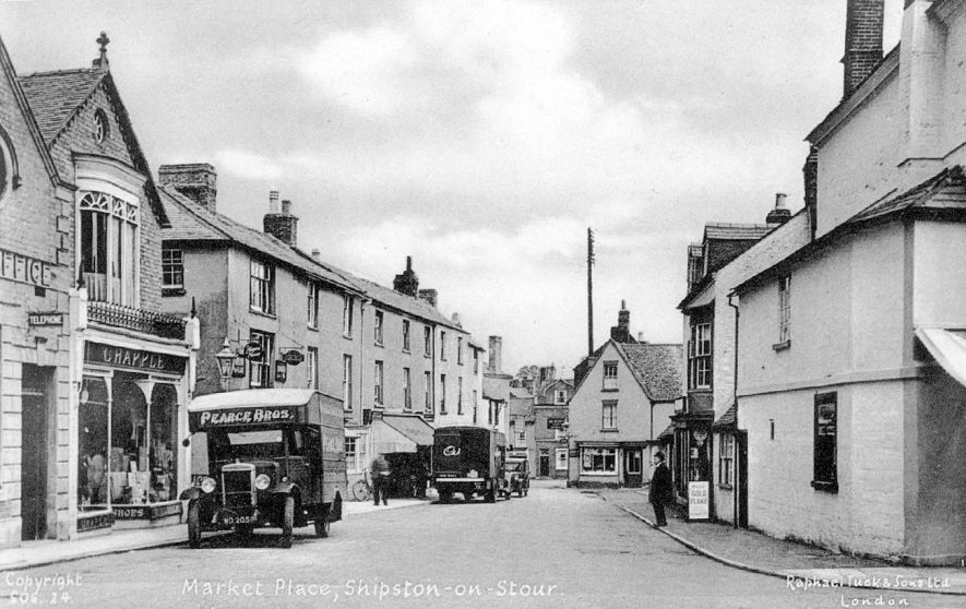 The market place at Shipston on Stour.  1950 |  IMAGE LOCATION: (Warwickshire County Record Office)