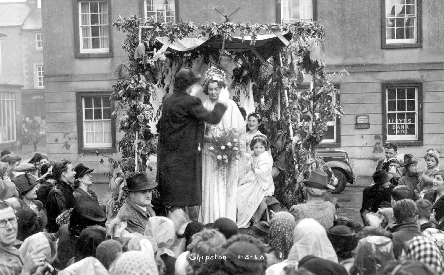 Crowning of the May Queen with her attendants at Shipston on Stour.  May 1st 1948 |  IMAGE LOCATION: (Warwickshire County Record Office)